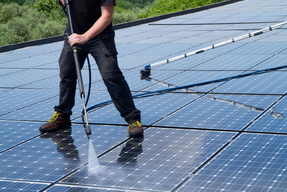 maintenir ses panneaux solaires en bon état